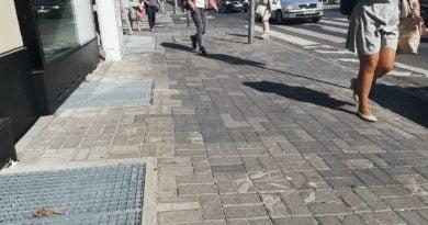 Koślawe lub uszkodzone chodniki