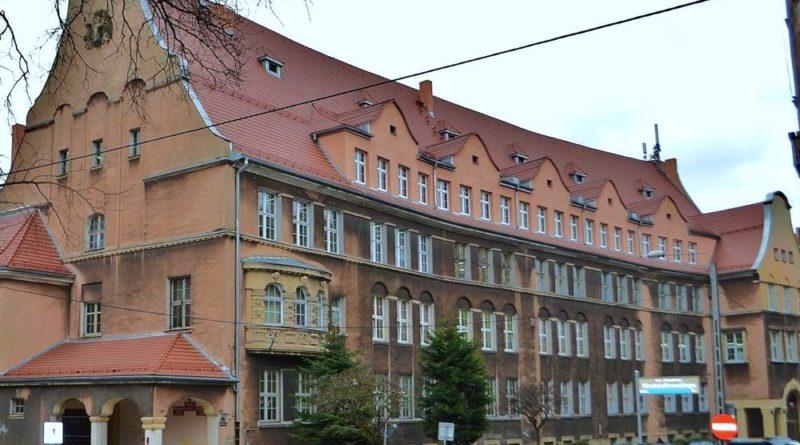 zabytkowe szkoły 17 800x445 - Miliony na remonty poznańskich szkół