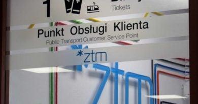 Kasy ZTM sa wyraznie oznakowane 390x205 - Rokietnica: Kontrolerzy biletów zachowali się właściwie - uważa ZTM