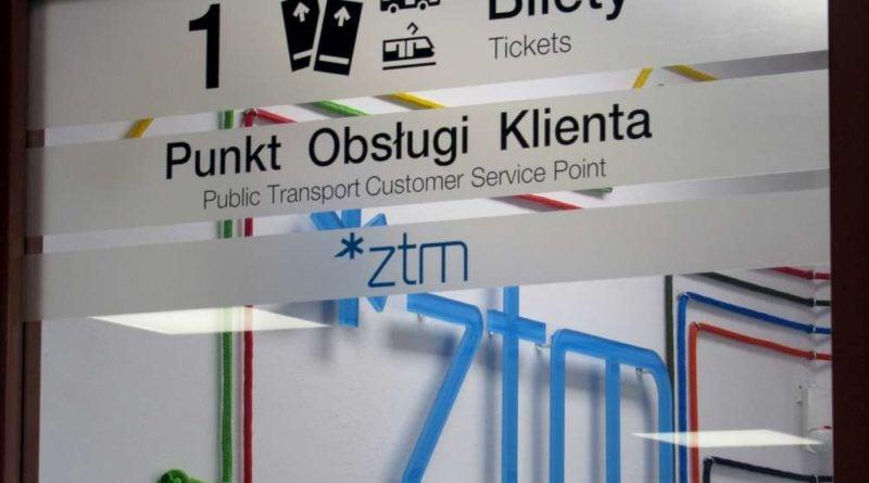 Kasy ZTM sa wyraznie oznakowane 800x445 - Rokietnica: Kontrolerzy biletów zachowali się właściwie - uważa ZTM