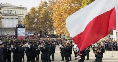 """11 listopada 42 390x205 - Wielkopolska: Wojewoda zachęca do wywieszania flag i odśpiewania """"Mazurka Dąbrowskiego"""""""