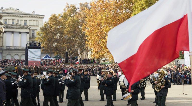 """11 listopada 42 800x445 - Wielkopolska: Wojewoda zachęca do wywieszania flag i odśpiewania """"Mazurka Dąbrowskiego"""""""