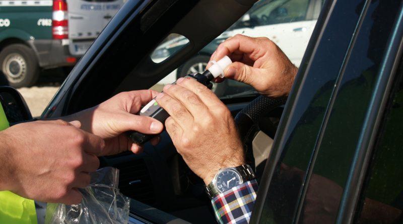 Policjanci zatrzymali 10 nietrzeźwych kierowców - alkomat