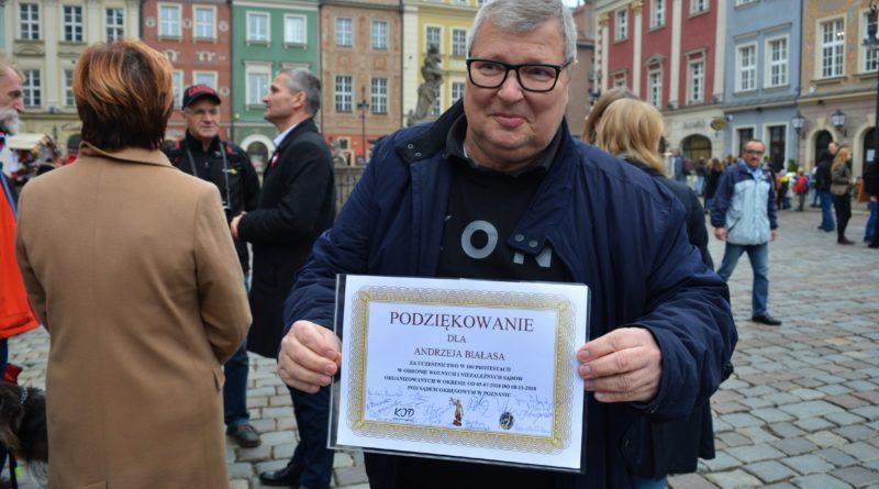 Prezydenci rozdawali flagi mieszkańcom Poznania zdjęcia 12 800x445 - Prezydenci rozdawali flagi mieszkańcom Poznania - zdjęcia