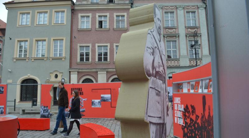 Prezydenci rozdawali flagi mieszkańcom Poznania zdjęcia 15 800x445 - Prezydenci rozdawali flagi mieszkańcom Poznania - zdjęcia