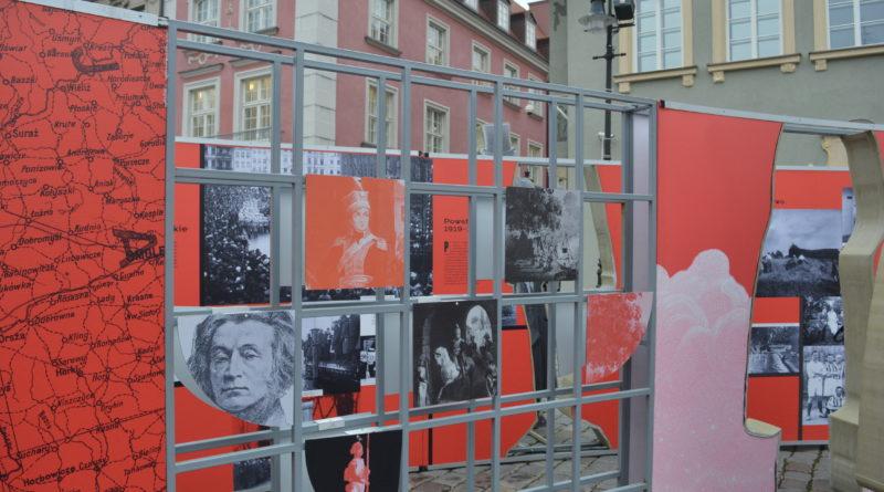 Prezydenci rozdawali flagi mieszkańcom Poznania zdjęcia 16 800x445 - Prezydenci rozdawali flagi mieszkańcom Poznania - zdjęcia
