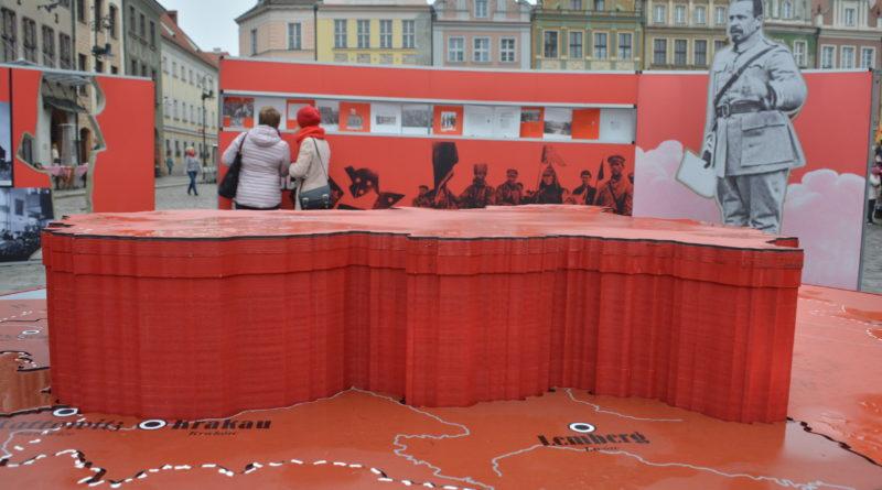 Prezydenci rozdawali flagi mieszkańcom Poznania zdjęcia 20 800x445 - Prezydenci rozdawali flagi mieszkańcom Poznania - zdjęcia