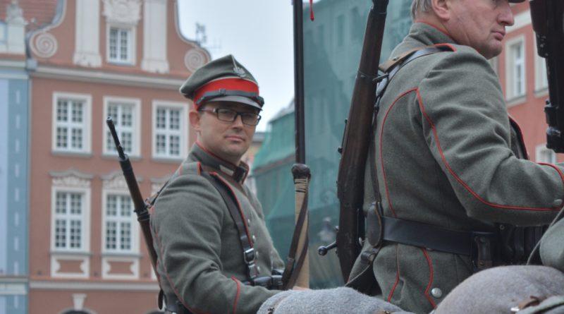 Prezydenci rozdawali flagi mieszkańcom Poznania zdjęcia 21 800x445 - Prezydenci rozdawali flagi mieszkańcom Poznania - zdjęcia