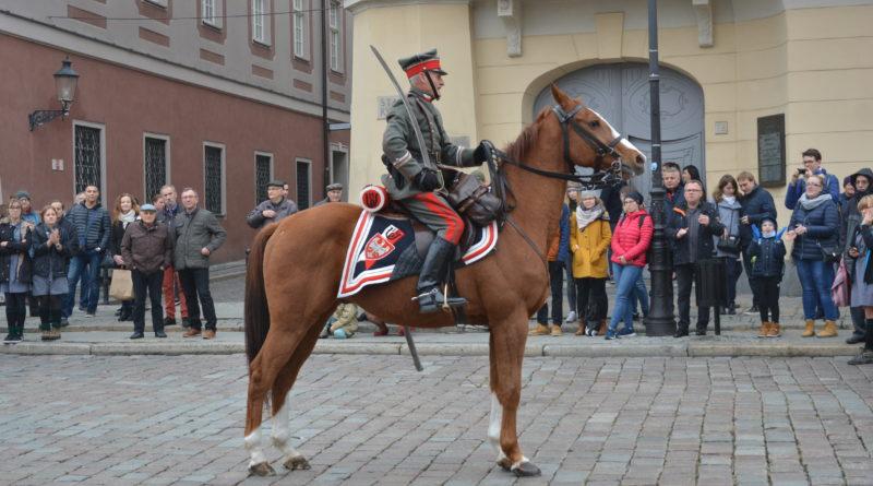 Prezydenci rozdawali flagi mieszkańcom Poznania zdjęcia 22 800x445 - Prezydenci rozdawali flagi mieszkańcom Poznania - zdjęcia