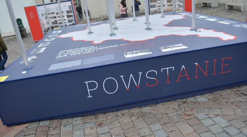 Prezydenci rozdawali flagi mieszkańcom Poznania zdjęcia 23 800x445 - Prezydenci rozdawali flagi mieszkańcom Poznania - zdjęcia