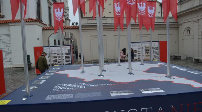 Prezydenci rozdawali flagi mieszkańcom Poznania zdjęcia 24 800x445 - Prezydenci rozdawali flagi mieszkańcom Poznania - zdjęcia