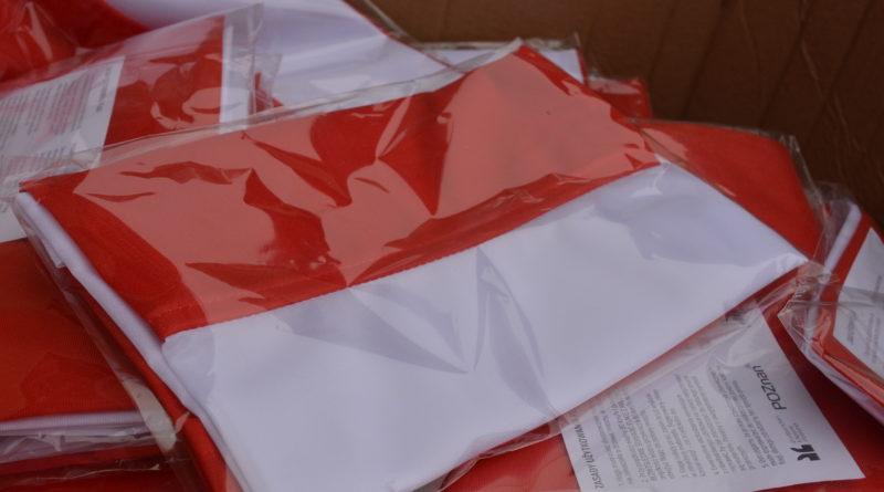 Prezydenci rozdawali flagi mieszkańcom Poznania zdjęcia 28 800x445 - Prezydenci rozdawali flagi mieszkańcom Poznania - zdjęcia