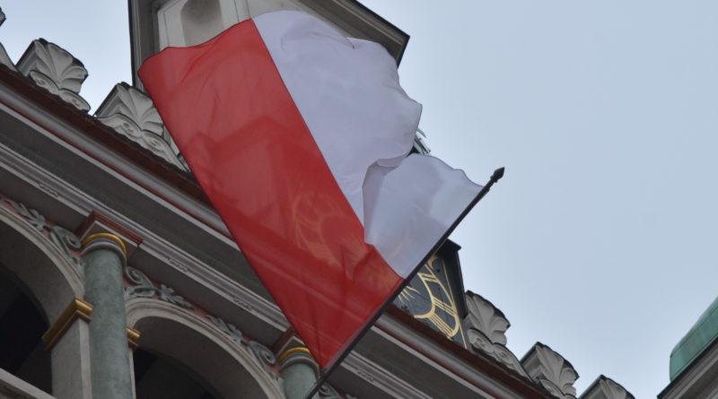 Prezydenci rozdawali flagi mieszkańcom Poznania zdjęcia 7 800x445 - Prezydenci rozdawali flagi mieszkańcom Poznania - zdjęcia