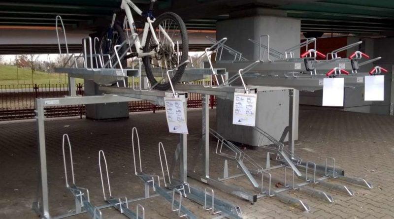 Na pętli Górczyn zamontowano dwupoziomowe stojaki rowerowe