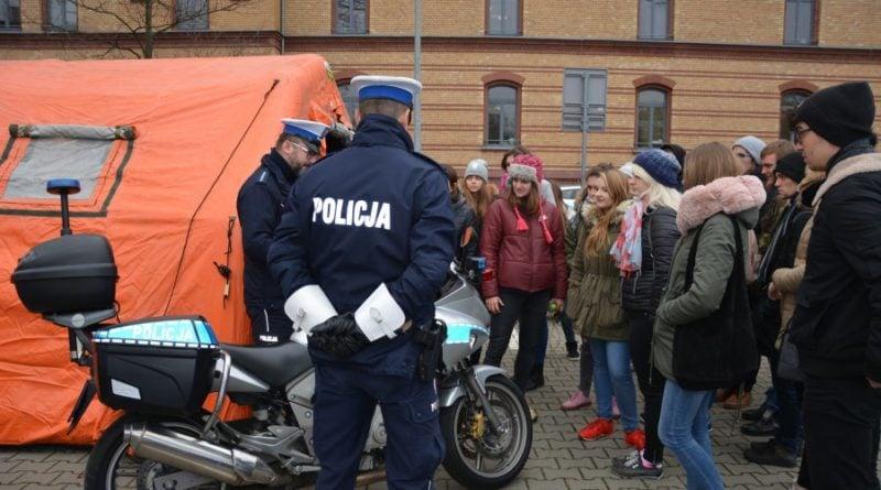 """""""Policja - lubię to"""" - akcja mundurowych w poznańskich szkołach"""