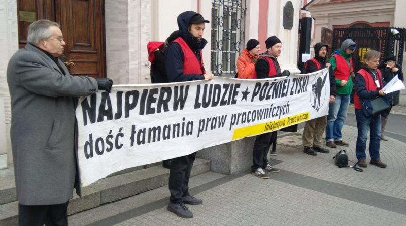 Protest pod urzędem miasta i petycja dla prezydenta