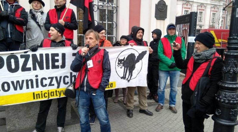 protest pod urzedem miasta i petycja dla prezydenta 3 800x445 - Protest pod urzędem miasta i petycja dla prezydenta