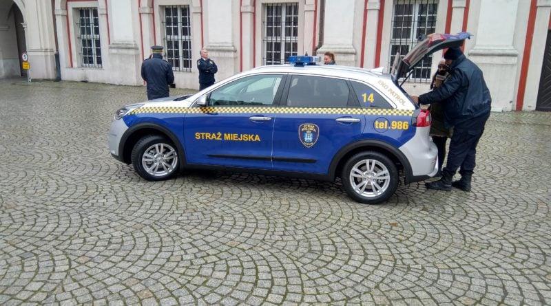 eko patrol 1 800x445 - Eko Patrol z nowym radiowozem - pomoże w walce ze smogiem