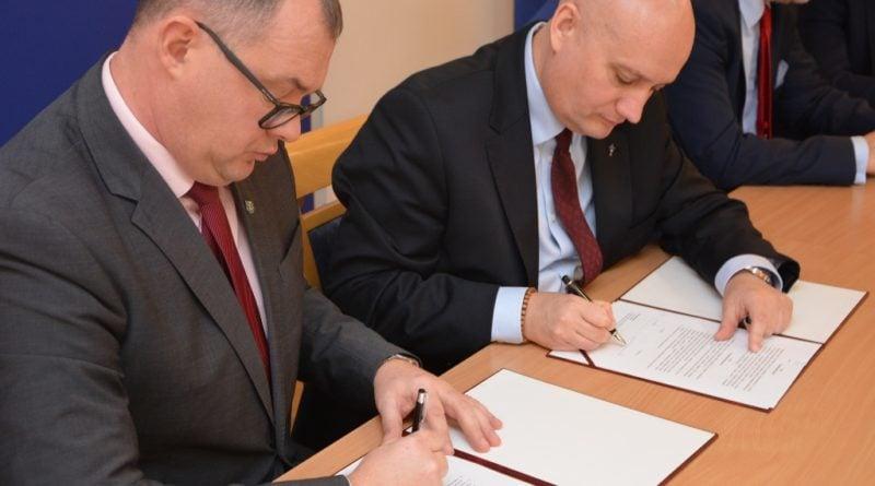 Podpisanie umowy na dofinansowanie pleszewskiego szpitala