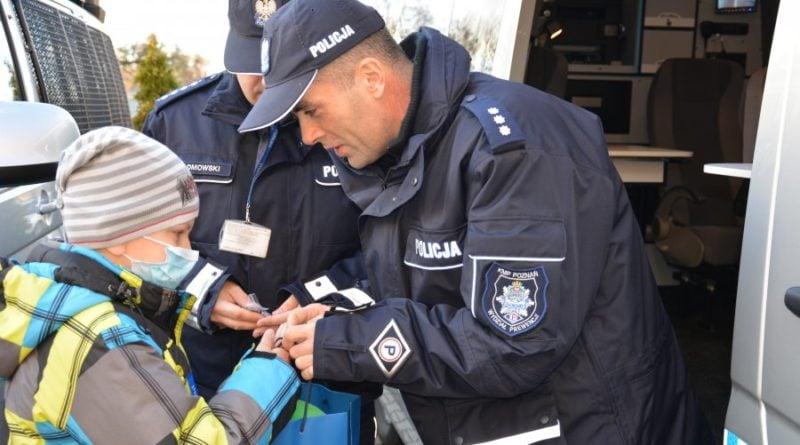 policjanci 2 800x445 - Policjanci spełnili marzenie chorego chłopca