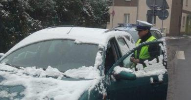 Policjanci z drogówki przypominają o bezpieczeństwie