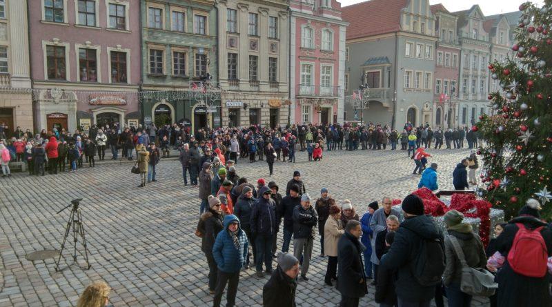 Prezydenci rozdali flagi na Starym Rynku
