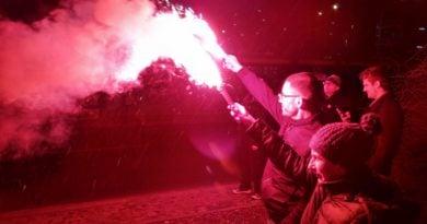 racowisko 6 390x205 - Miasto zapłonęło - niesamowita iluminacja kibiców