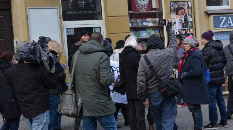 stanislaw michalkiewicz 33 800x445 - Stanisław Michalkiewicz w Poznaniu - protesty