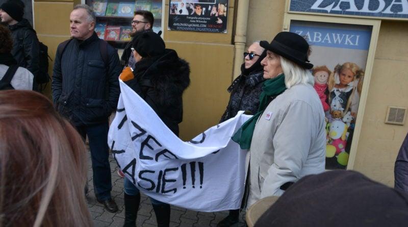 stanislaw michalkiewicz 34 800x445 - Stanisław Michalkiewicz w Poznaniu - protesty