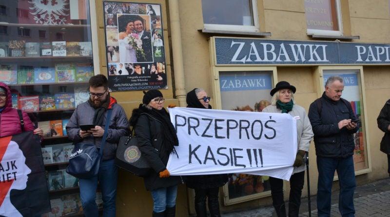 stanislaw michalkiewicz 40 800x445 - Stanisław Michalkiewicz w Poznaniu - protesty