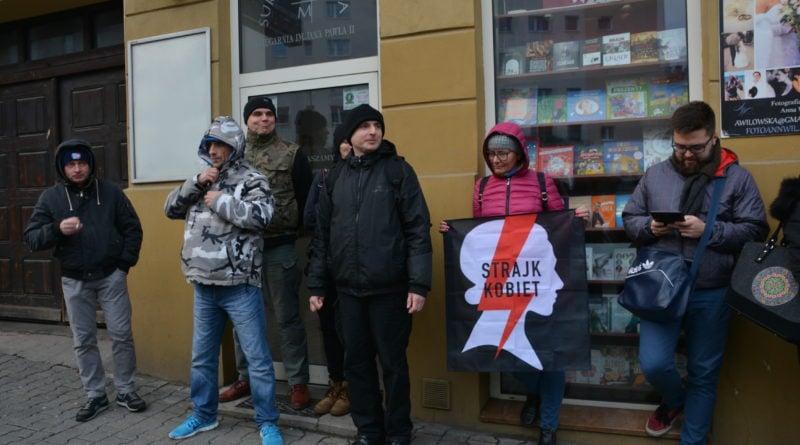 stanislaw michalkiewicz 41 800x445 - Stanisław Michalkiewicz w Poznaniu - protesty
