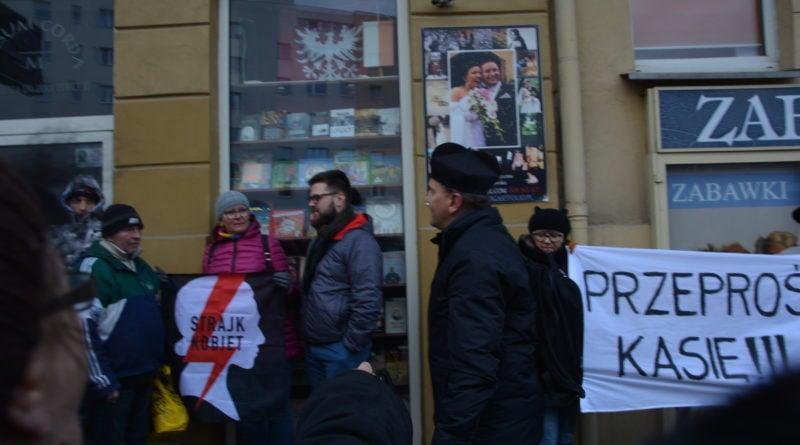 stanislaw michalkiewicz 9 800x445 - Stanisław Michalkiewicz w Poznaniu - protesty
