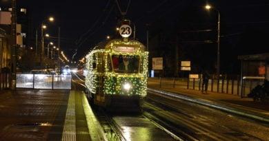 swiateczny tramwaj 9 390x205 - Sylwester i Nowy Rok: zmiany w komunikacji miejskiej