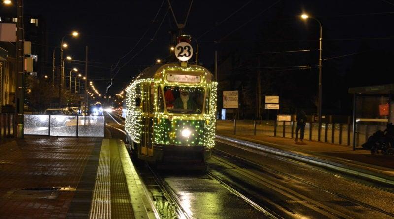 swiateczny tramwaj 9 800x445 - Sylwester i Nowy Rok: zmiany w komunikacji miejskiej