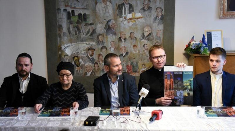 """""""W naszym fyrtlu. Chrześcijanie, żydzi i muzułmanie razem"""" - miasto sfinansowało kalendarz"""