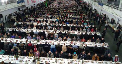 wigilia mtp 8 390x205 - Poznań: Caritas szuka wolontariuszy.  Do pomocy przy Wigilii