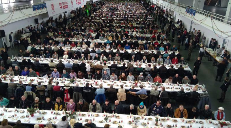 wigilia mtp 8 800x445 - Poznań: Caritas szuka wolontariuszy.  Do pomocy przy Wigilii