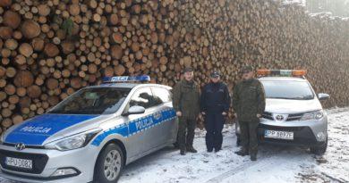 Wspólna świąteczna akcja policji i straży leśnej