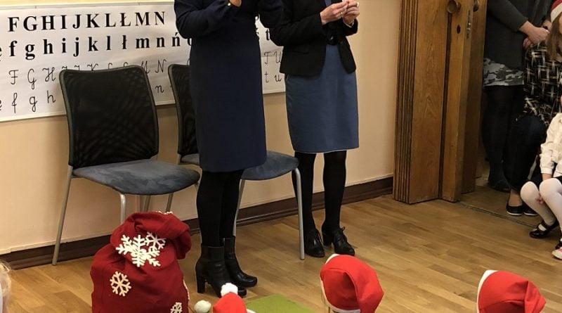 zastepczyni prezydenta katarzyna kierzek koperska odwiedzila dzieci z przedszkola nr 86 teczowy swiat przy ul slowackiegopic11016126712216557show2 800x445 - Mikołajki z prezydentem