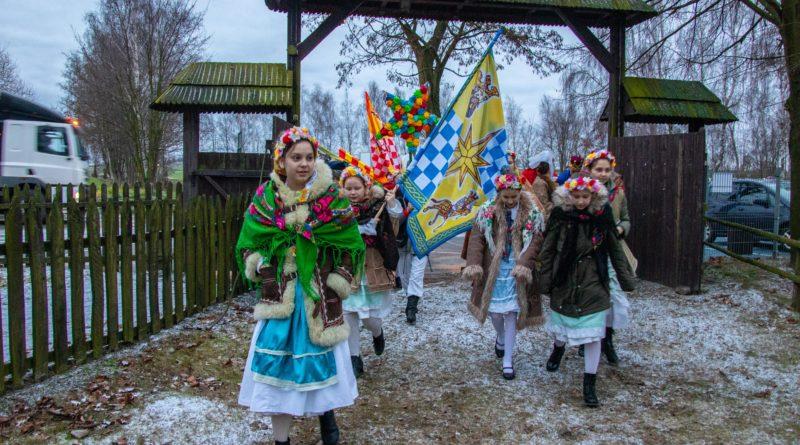 koledowanie dziekanowice 1 800x445 - Hej kolęda... - tradycyjne kolędowanie w Wielkopolskim Parku Etnograficznym w Dziekanowicach