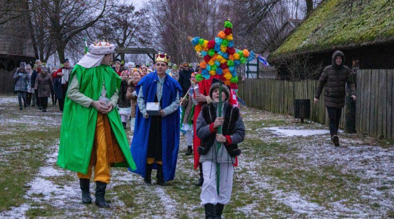 koledowanie dziekanowice 10 800x445 - Hej kolęda... - tradycyjne kolędowanie w Wielkopolskim Parku Etnograficznym w Dziekanowicach
