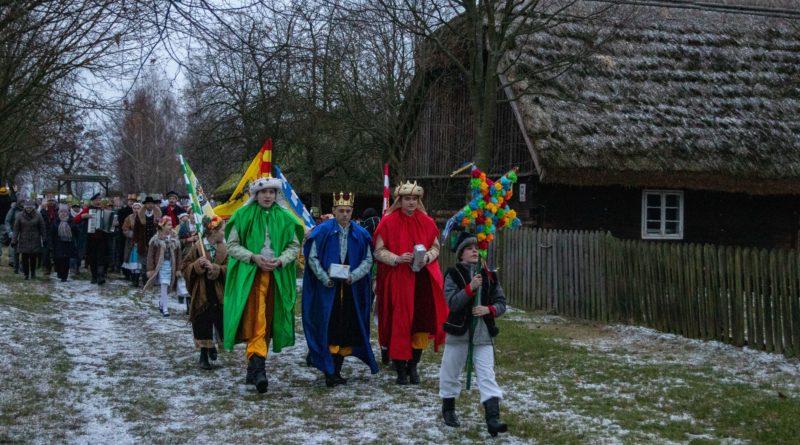 koledowanie dziekanowice 11 800x445 - Hej kolęda... - tradycyjne kolędowanie w Wielkopolskim Parku Etnograficznym w Dziekanowicach