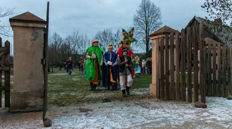 koledowanie dziekanowice 14 800x445 - Hej kolęda... - tradycyjne kolędowanie w Wielkopolskim Parku Etnograficznym w Dziekanowicach