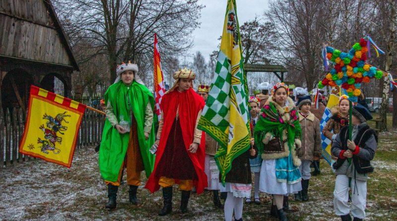 koledowanie dziekanowice 3 800x445 - Hej kolęda... - tradycyjne kolędowanie w Wielkopolskim Parku Etnograficznym w Dziekanowicach