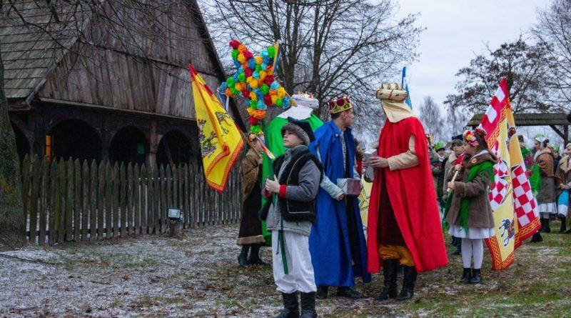 koledowanie dziekanowice 4 800x445 - Hej kolęda... - tradycyjne kolędowanie w Wielkopolskim Parku Etnograficznym w Dziekanowicach