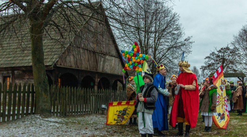 koledowanie dziekanowice 5 800x445 - Hej kolęda... - tradycyjne kolędowanie w Wielkopolskim Parku Etnograficznym w Dziekanowicach