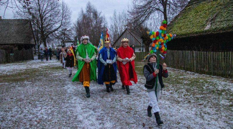 koledowanie dziekanowice 9 800x445 - Hej kolęda... - tradycyjne kolędowanie w Wielkopolskim Parku Etnograficznym w Dziekanowicach