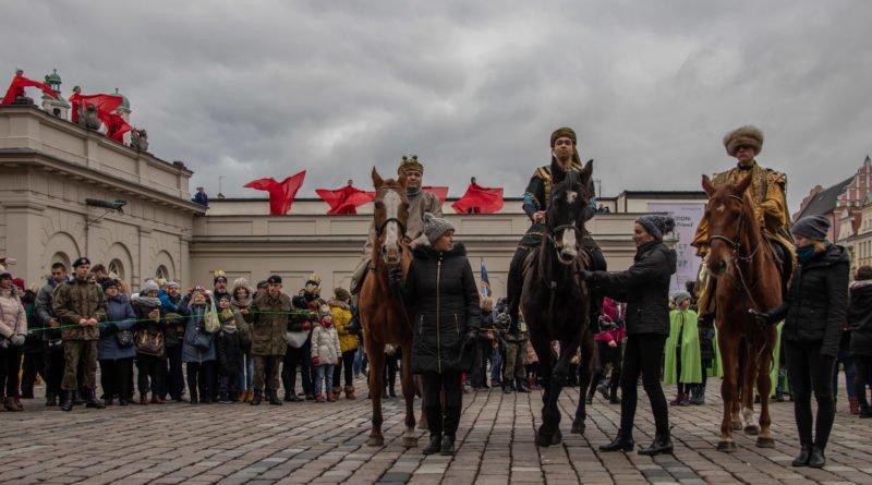 orszak 3 kroli poznan 2019 29 800x445 - Tysiące poznaniaków przyszło zobaczyć orszak Trzech Króli