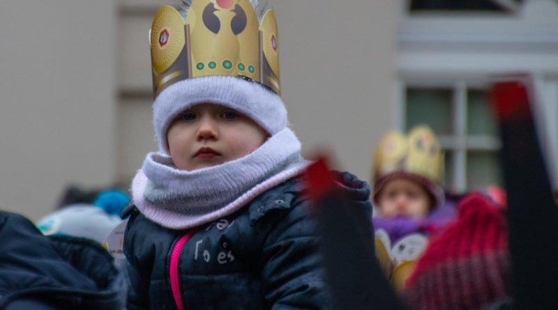 orszak 3 kroli poznan 2019 48 800x445 - Tysiące poznaniaków przyszło zobaczyć orszak Trzech Króli