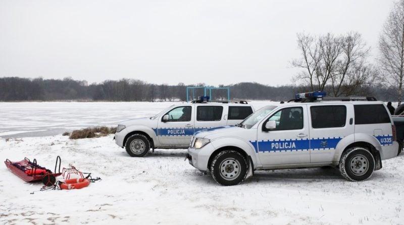 Policjanci uratowali mężczyznę tonącego w Warcie